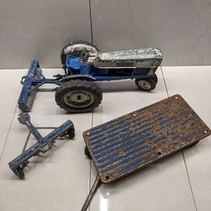 Ford Diesel Die Cast Tractor 1:12 Scale